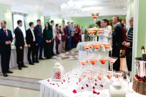 Пирамида из шампанского в Доме Дружбы Народов